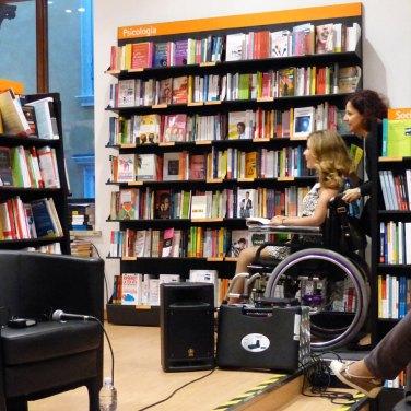 Valentina Bazzani presenterà il suo libro Quattro ruote e tacco 12 a Verona il 16 ottobre a La Feltrinelli in via IV Spade e il 4 novembre in Sala Birolli, entrambi gli appuntamenti alle ore 18 con entrata libera