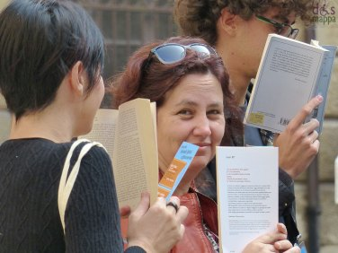 Le Accanite lettrici hanno letto e coinvolto i passanti con il loro book flash mob per le piazze di LibrarVerona