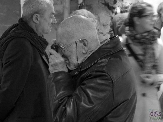 Il Centro Internazionale di Fotografia Scavi Scaligeri di Verona (quasi totalmente accessibile, si scende agli scavi con montascale) ospita, dal 26 ottobre 2013 al 26 gennaio 2014, la mostra dedicata ad un protagonista del fotogiornalismo italiano, Gianni Berengo Gardin.