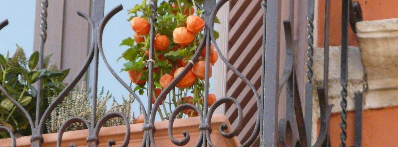 20121116 Verona balcone lanterne arancio