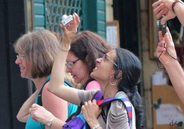20130825-turisti-foto-piazza-erbe-verona