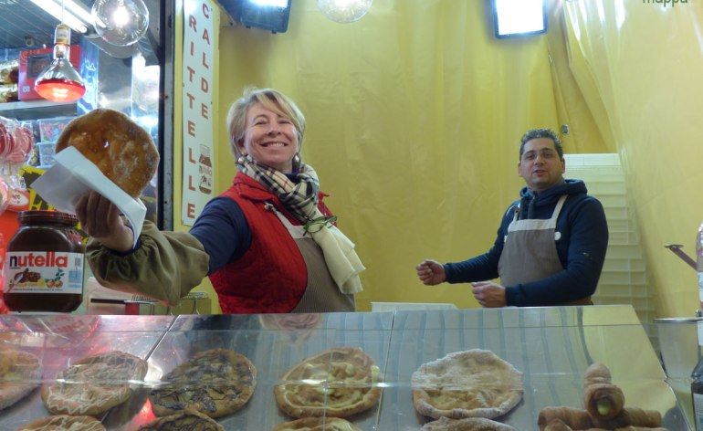 20131203-frittelle-bomboloni-natale-piazza-bra-verona