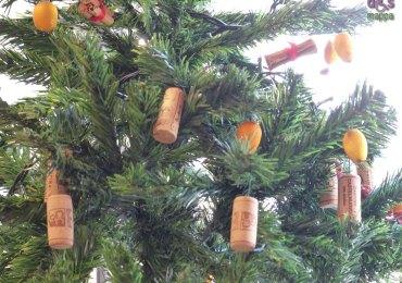 20131214 decorazione tappi enoteca albero di natale