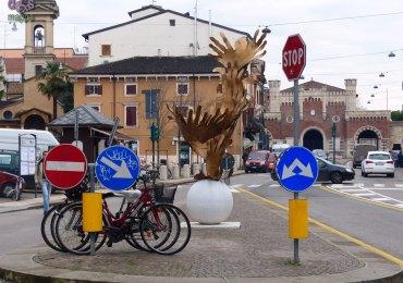 20131228 monumento vortice amore fevoss porta vescovo verona