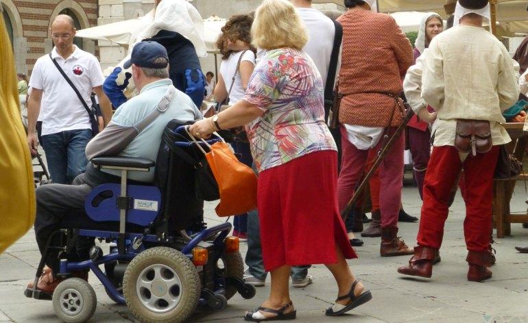 20130928 disabile carrozzina piazza signori