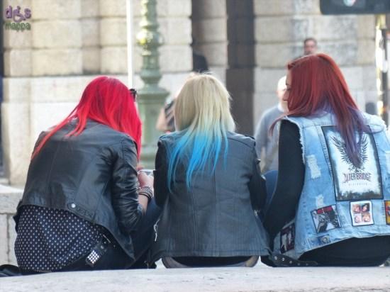 20140314 Ragazze capelli colorati Piazza Bra Verona