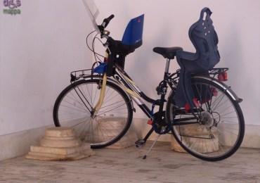 20140317 Bicicletta parcheggiata base colonna antica Verona