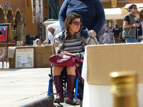 20140330 Donna in carrozzina Piazza Erbe Verona
