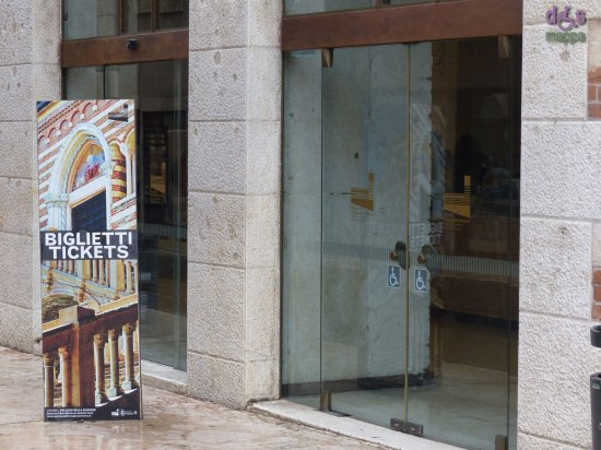 20140427 Entrata disabili chiusa GAM Palazzo Ragione Verona