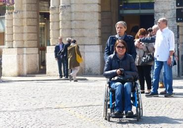 20140329 Ragazza carrozzina Piazza Bra Verona