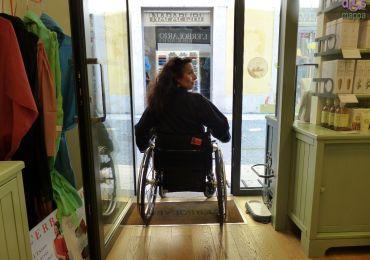 20140528 Accessibilita Erbolario via Cappello Verona 08