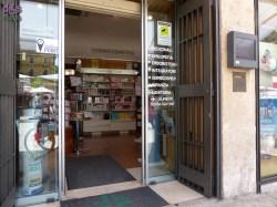 La Farmacia Centrale in Piazza Erbe è accessibile alle carrozzine di grandi e piccoli: l'entrata è a filo del marciapiede con porte automatiche, tutti gli ambienti interni sono spaziosi e senza barriere.