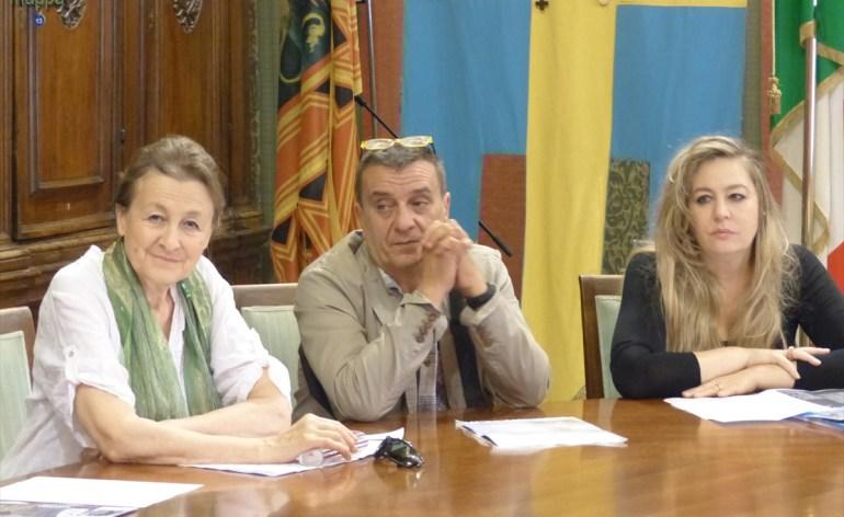 Foto della conferenza stampa in Sala Arazzi, Comune di Verona, il 4 luglio 2014 di presentazione della rassegna di prosa e danza che si teàà nel mese di luglio al Teatro Camploy di Verona