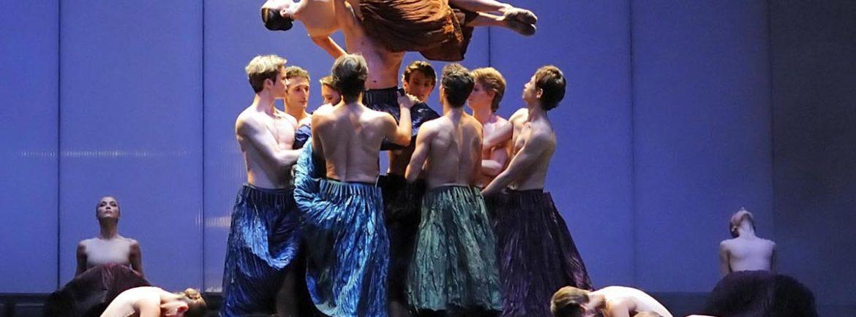 Il Ballet de l'Opéra National de Bordeaux inaugura la sezione danza dell'Estate Teatrale Veronese al Teatro Romano. In programma i coloratissimi e coinvolgenti Carmina Burana su musica di Carl Orff e Chopin Numéro Uno, omaggio al compositore polacco.