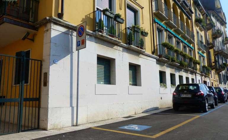 Parcheggio disabili handicap Lungadige Riva Battello Verona