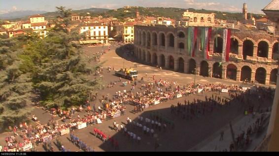20140914 Cerimonia alpini triveneto webcam Piazza Bra Verona 02