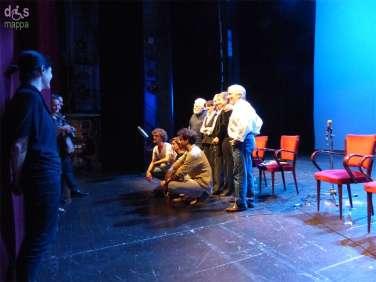 Festeggiamenti speciali per il 90mo compleanno del Maestro de Bosio al Teatro Nuovo, accerchiato dagli attori che lo hanno accompagnato nella sua lunga e significativa carriera di regista (Marcello Bartoli, Alvise Battain, Steania Felicioli, Michela Martini, Virgilio Zernits e diplomati alla Scuola del Piccolo Teatro di Milano).