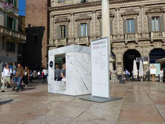 Marbleselfie di Michele Boldi (Biasi Marmi) in Piazza delle Erbe