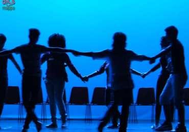 Teatro Nuovo di Verona domenica 12 ottobre 2014, ore 16 PERMESSI- Spettacolo teatrale liberamente ispirato all'Odissea con: ELMAHSANAWY AMR (AMR),NOURELDIN ABDELMONEM (ABDO),SAHBANI MOHAMED (OMAR),SAGHAR HASSEB,SYED MOHSIN, SAIDI AYMEN,ALI FAHAD,SAID ATTIA ALIA HESSIN (HESSIN), ALI WAQAR,ARIF ZULQARNAIN (BAJWA), VELIAJ AURREL,SADAT SAYED BACHA,REEFAT MOHAMED MAHAMOUD, SAFAE BENCHRIF, GUEYE IBRAHIMA, ADAM, OSHANI, ADDAD, EL BADAOUI AMINA, MABEL PLANGE, LUKASC, GIULIA. Regia: Simone Azzoni Musica: Massimo Barba e Saidi Aymen Scenografie: Maurizio Zanolli Coordinamento: CPIA Verona e Istituto Don Calabria Iniziativa in collaborazione con il CLI, Centro Linguistico Internazionale – Centro PLIDA di Verona, associazione non a scopo di lucro, che da anni si occupa di insegnamento e certificazione della lingua italiana