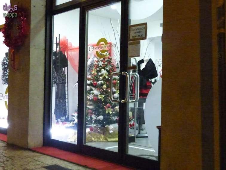 Cenerentola, in via Marconi 38 a Verona, è un negozio specializzato in abbigliamento, calzature ed accessori per ballo e cerimonia: è del tutto accessibile, l'entrata non presenta scalini e i camerini sono abbastanza ampi per la carrozzina.