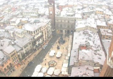 20141227 Piazza Erbe neve Verona webcam 2