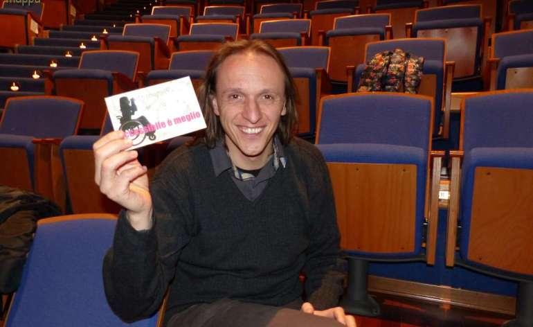 Alessandro Anderloni, attore, autore e regista, testimone di accessibilità dei teatri per dismappa