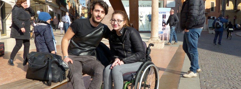 20150217 Turisti fidanzati cuore Verona carrozzina