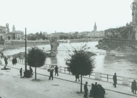 Ponte Pietra bombardato 1945 Verona