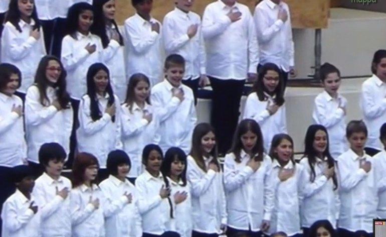 """Alla cerimonia di apertura di Expo 2015 il coro dei piccoli cantori di Milano ha cambiato il finale l'Inno di Mameli: invece di """"siam pronti alla morte"""" hanno cantato """"siam pronti alla vita l'Italia chiamò"""""""