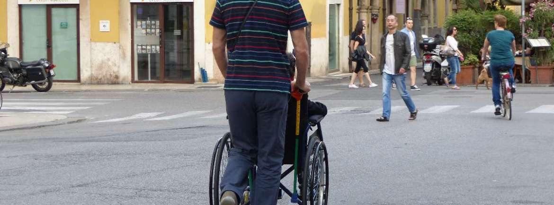 20150531 Disabile carrozzina via Nizza Verona dismappa
