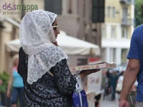 20150531 Turista velo bianco pizza Verona dismappa 46