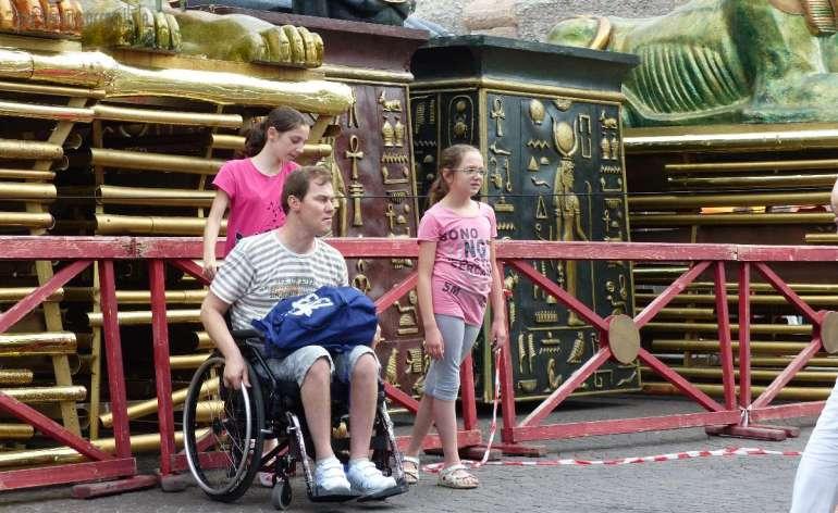 20150613 Turista disabile carrozzina Piazza Bra Verona dismappa 59