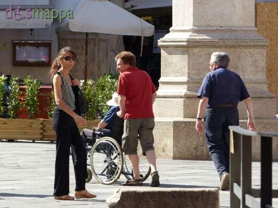 20150620 Turisti carrozzina Piazza Dante Verona dismappa 376