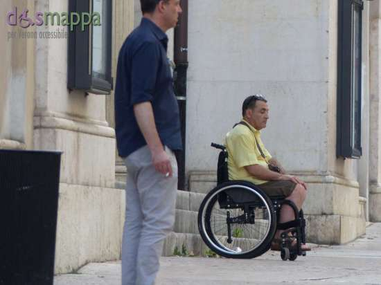 20150725 Disabile carrozzina Teatro Nuovo Verona dismappa