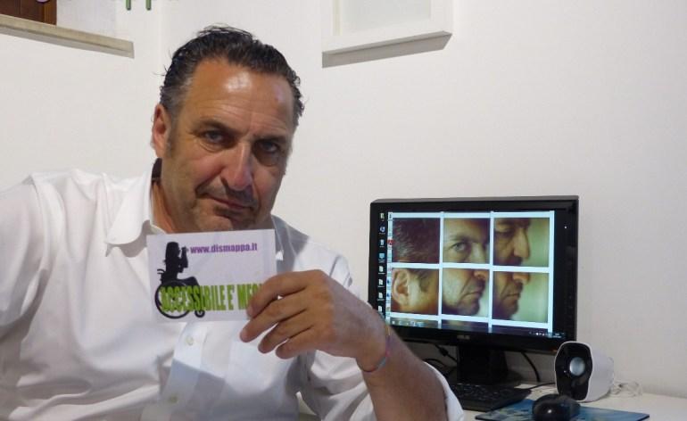 Il fotografo, maestro di Polaroid, Maurizio Galimberti, testimone di accessibilità per dismappa all'inaugurazione della sua mostra Verona people and city