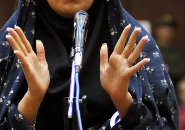 Reyhaneh Jabbari, iraniana, è stata accusata dell'uccisione di un uomo, un medico, imprigionata a 19 anni e condannata a morte per omicidio. È stata giustiziata il 25 ottobre del 2014, malgrado le proteste dell'opinione pubblica internazionale e quelle di Amnesty International. Non è riuscita a salvarla nemmeno l'impegno della madre Shole Pakravan, nota attrice di teatro che pure era riuscita a raccogliere attorno a sè tanti esponenti della cultura. Delle tre cose che la figlia le aveva chiesto, di non vestirsi di nero, di donare i suoi organi e di perdonare quelli che le avevano fatto del male, «solo la prima sono riuscita a fare», ha detto la madre.