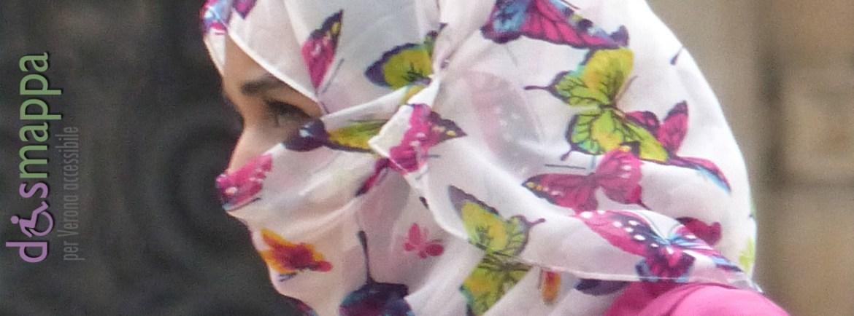 20151115-Donna-velata-farfalle-Piazza-Ervbe-Verona-dismappa
