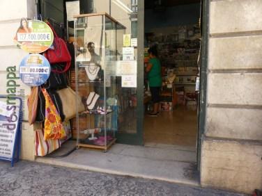 20160823 Accessibilita disabili tabacchi giornali Verona dismappa 046 (1)