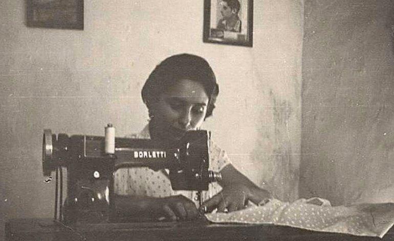 20160215-donna-macchina-da-cucire-anni-cinquanta