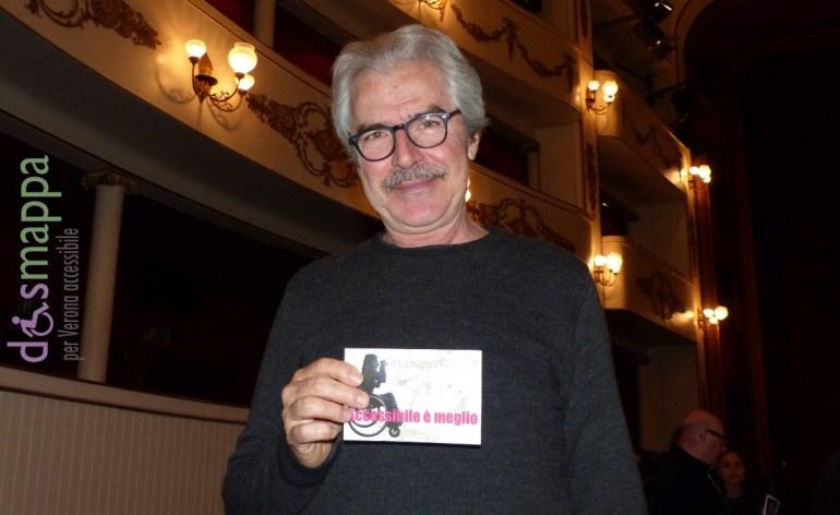 L'attore Tullio Solenghi, in scena al Teatro Nuovo di Verona con Quei due (Il sottoscala), testimone di accessibilità per dismappa dopo l'incontro con il pubblico.