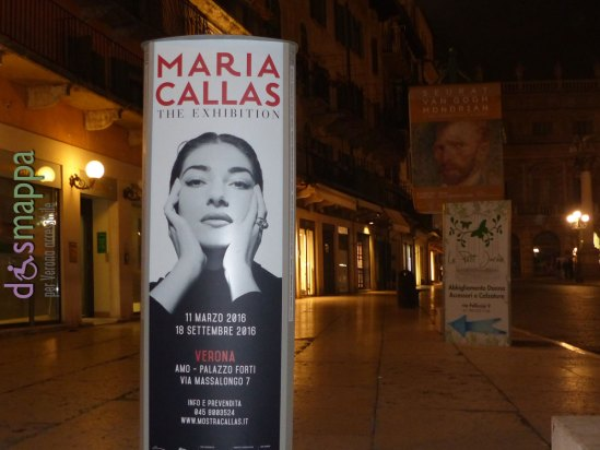 Museo AMO Arena Museo Opera Palazzo Forti - Via Massalongo 7 - Verona 11 marzo - 18 settembre 2016 Mostra 'Maria Callas. The Exhibition' Si svolge dall'11 marzo al 18 settembre 2016, presso il Museo AMO Arena Museo Opera, la mostra 'Maria Callas. The Exhibition', la prima grande esposizione dedicata alla Divina Callas: un racconto della straordinaria carriera artistica e della vita di Maria - anzi di Anna Maria Cecilia Sophia Kalogeropoulous - la donna la cui vita, ricca di gioie e dolori, fu vissuta intensamente e fin troppo presto (1923-1977). La mostra è un viaggio nell'emozione: accompagnati dalla insuperata voce della Callas, da filmati d'epoca, interviste, foto e tantissimi oggetti appartenuti all'artista, si potranno ammirare documenti, abiti e gioielli del tutto inediti, provenienti da archivi nazionali e internazionali e dallo stesso archivio personale di Maria Callas. L'anteprima veronese dell'esposizione vuole essere un riconoscimento alla carriera della Divina, che 69 anni fa debuttava proprio in Italia all'Arena di Verona con La Gioconda di Amilcare Ponchielli: era il 2 agosto 1947.