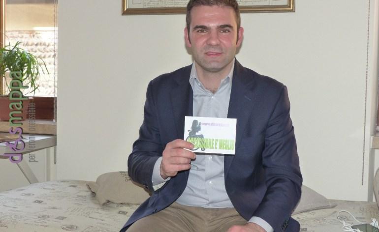 Fabio Venturi, Presidente di Agsm, testimone di accessibilità al termine della conferenza stampa di inizio prenotazioni a Casa disMappa