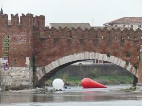 20160401 Franco Mazzucchelli sculture gonfiabili Adige Verona dismappa 310