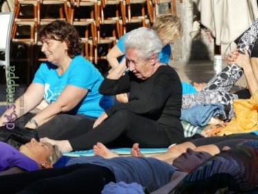 20160621 International Day Yoga Piazza Erbe Verona dismappa 1082