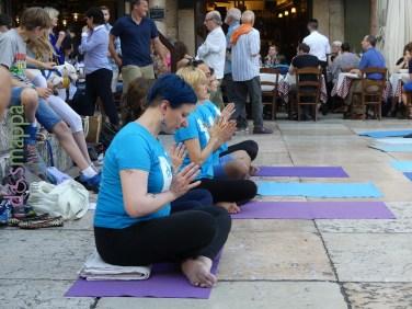 20160621 International Day Yoga Piazza Erbe Verona dismappa 981