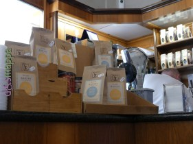 Lo storico Bar Pasticceria Barini, in Corso Porta Nuova 8 a Verona (Tel. 045 8030449), ha entrata a filo marciapiede e spazi interni senza impedimenti per i clienti in sedia a rotelle. Oltre alla pasticceria fresca, alle specialità di caffé si possono acquistare alcolici, pasticceria secca e specialità dociarie come i baci di Romeo e Giulietta . Il bancone è alto, ma i gestori sono disponibili e gentili. Il bagno non è invece accessibile.