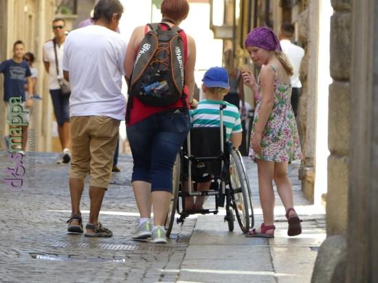 20160823 Turisti Verona bambino sedia rotelle dismappa