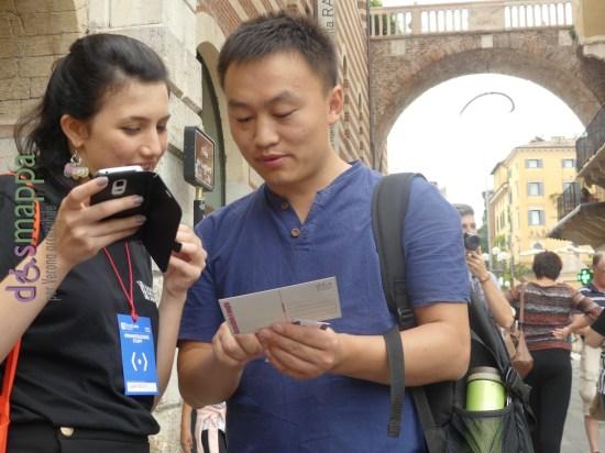 Anteprima Tocatì - Chiara in cinese e Tom in italiano testimoni di accessibilità per dismappa scambiandosi le madrelingue.