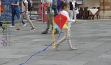 La bambina con l'aquilone