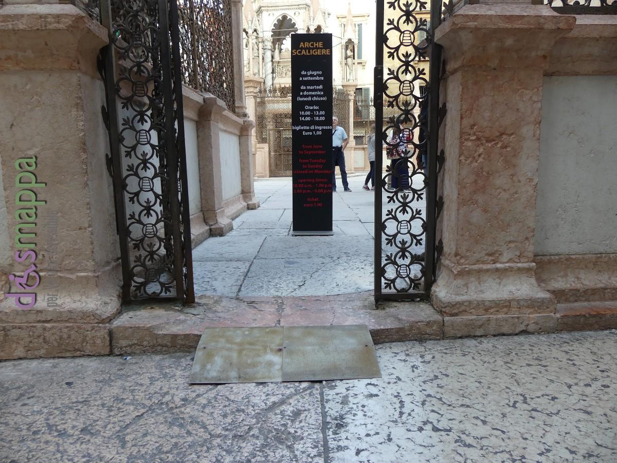 Nel 2016 Legambiente ha favorevolmente accolto il suggerimento di dotare l'entrata di scivolo, ora le Arche Scaligere di Verona sono ancora più accessibili a chi le visita in carrozzina